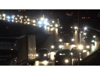 Büyük şehirlere geri dönüş için yollara akın ettiler: 'kilit kavşak'ta trafik yoğunluğu
