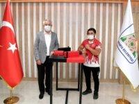 Türk Bayrağımızı, Dünya Şampiyonalarında dalgalandıracağına eminim.