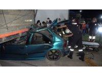 Kırıkkale'de feci kaza, otomobil tıra ok gibi saplandı: 1 ölü, 4 yaralı