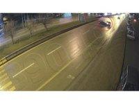 Aşırı hız yapan otomobilin kaza anı kamerada