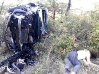 Kazada hurdaya dönen otomobilden fırlayan Kadın olay yerinde hayatını kaybetti.