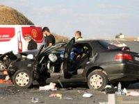 Erzincan'da meydana gelen ve 2 kişinin hayatını kaybettiği trafik kazasında dram.