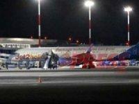 Türk yolcunun paniği, Pilotun Korfu Havalimanı'na acil iniş yapmasına sebep oldu.