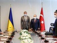 """Bakan Varank: """"Tüm dünyanın gıptayla izlediği SİHA'larımızı Ukrayna'ya tedarik ediyoruz"""""""
