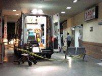 Ambulansın kapısını açarak yaralıya ateş edip öldürdü. Olayı gerçekleştiren şüpheli hızla kaçtı.