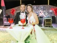Düğünde geline doğum günü sürprizi