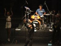Fransız yazar ve rock müzisyeni Loulou Dedola, Bodrum'da konser verdi