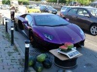 Lüks LAMBORGHINI arabasıyla Beyoğlunda karpuz satarken yakalandı