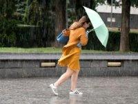 İstanbul'da öğle saatlerinden sonra yer yer gök gürültülü sağanak yağış bekleniyor.
