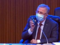 Mansur Yavaş, Berberler Odası Başkanı'nı arayıp sesini mikrofona vererek iddiayı çürüttü.