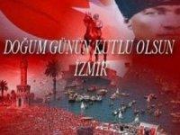 Mustafa Kemal Atatürk, kurmaylarıyla birlikte, İzmir'e halkın hediye ettiği üstü açık bir otomobille gitti.