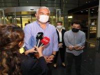 Ersoy, Antalya Büyükşehir Belediye Başkanı Muhittin Böcek'in tedavi gördüğü hastaneyi ziyaret etti.