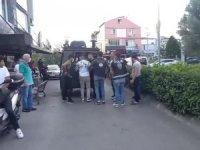 Çağlayan Adliyesi'nin giriş noktasında bir şahsın koşarak polis noktasına 2-3 el ateş ettiği belirtildi.