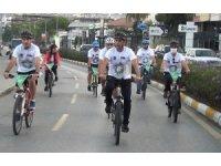 Başkan Günel, farkındalık oluşturmak için belediyeye bisikletle gitti