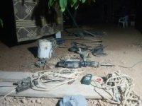 Perde ile kapattıkları bağ evinde kaçak kazı yaparken yakalandılar