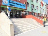 Toroslar Belediyesi, okulları dezenfekte etti