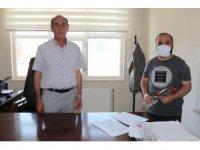 Bulanık'a atanan öğretmenler karanfillerle karşılandı