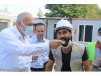 İnşaatta yaptıkları defile ile gündeme gelen inşaat işçilerine Kaymakam ve belediye başkanından teşekkür ziyareti