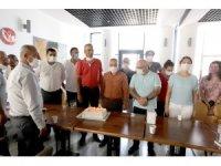 Çalışanlardan Başkan Tarhan'a 'ödül' kutlaması