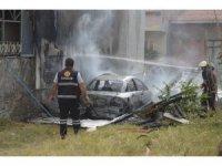Konserve yaparken garajdaki otomobil yandı
