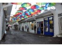 Yüksekova'da 'Şemsiyeli Halk Pazarı' açıldı
