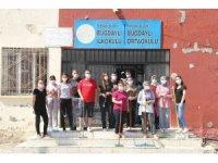 Köy okulu öğretmenleri okulu boyayarak yeni eğitim dönemine hazırladı