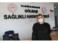 Sağlık çalışanı korona virüsü yendikten sonra cepheye geri döndü