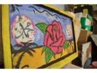 Suriyeli Usame'nin, mülteci kampındaki şartlara rağmen resim sevgisi