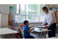 Başkan Güler'den ilk ders gününde öğrencilere incir ikramı