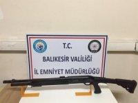 Balıkesir'de polis aranan 6 kişiyi ve 9 silahı yakaladı
