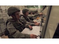 Kafkas 2020 Uluslararası Askeri Tatbikatı'nda katılımcı askerlere hava savunma sistemleri anlatıldı