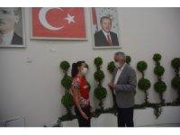 Başkan Başdeğirmen,  Balkan şampiyonu Rumeysa Coşkun'u altınla ödüllendirdi