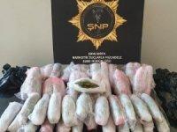 Aracın altına gizlenen uyuşturucuyu narkotik köpeği buldu