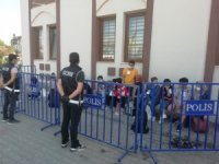 Apartmanın bodrumunda 21 düzensiz göçmen yakalandı