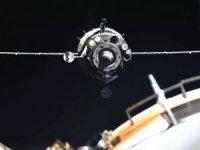 """Uluslararası Uzay İstasyonu'ndaki (ISS) astronotlar, bir cismin çarpmasını önlemek için """"kaçış manevrası"""" yaptı."""