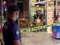 Kağıthane'de bir börekçide oturan 3 kişiyle yanlarına gelen husumetlileri arasında silahlı çatışma çıktı