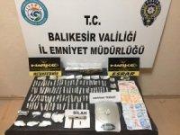 Uyuşturucu operasyonunda suikast silahı bulundu