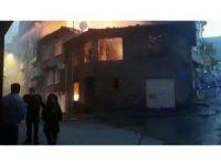 Gemlik'de bina alev alev yandı