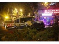 Kaçan otomobili kovalayan ekip otosu kaza yaptı: 2 polis yaralı