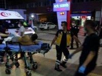 Husumetli iki aile arasında çıkan silah, taş ve sopaların kullanıldığı kavgada 8 kişi yaralandı.