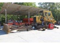 Atakum Belediyesi araç ve iş makinelerini kendi atölyelerinde tamir ediyor