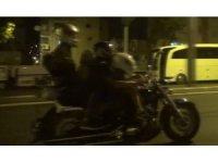 Tehlikeli yolculuk korkuttu: Bir motosiklete 4 kişi bindiler