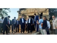ADÜ Rektörü Aldemir, antik kentte kazı çalışmalarının startını Aydın protokolü ile birlikte verdi