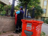Çöpteki bayrağı çıkarıp duvara asan temizlik işçisi ödüllendirildi