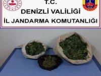 Arazide uyuşturucu kurutmaya çalışırken jandarmaya yakalandılar