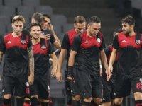 Karagümrük,Gümbür Gümbür,Şampiyonu 2 - 0 ile rahat geçti.