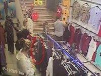 Bebek arabasındaki çantadan hırsızlık kamerada