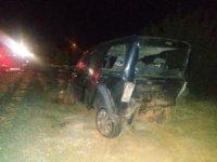 Otomobil ile hafif ticari araç çarpıştı