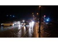 Sağanak yağış sonrası yollar göle döndü, İstanbul - Çanakkale yolu trafiğe kapandı