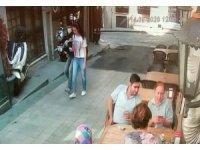 Taksim'de genç kızın dehşeti yaşadığı kapkaç kamerada